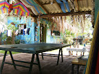 Surf House El Zonte - area ping pong e video