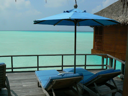 Hotel Anantara Dhigu water bungalow: The private terrace