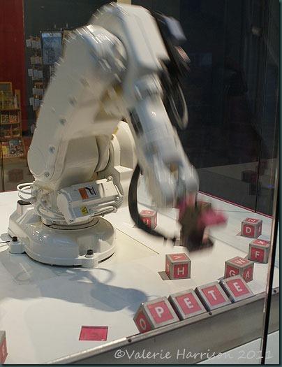 3-robot-valerie