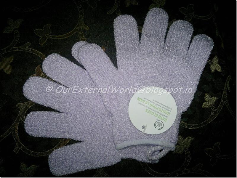 The-Body-Shop-Bath-Gloves-2