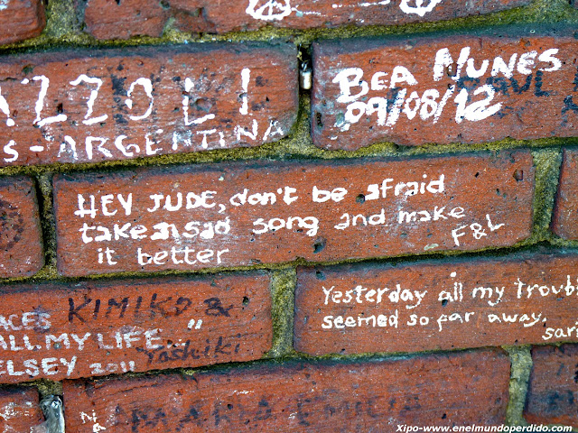 letras-canciones-beatles-pared.JPG