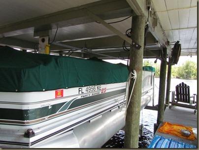 Skips pontoon boat