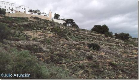 Ladera del Tosal de San Miguel con restos de muros de la antigua Edeta