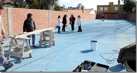 Avanza el playón deportivo de la Escuela Primaria Nº 4 de Santa Teresita