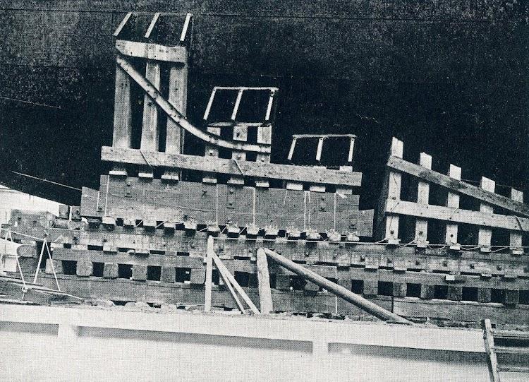 Fore Poppet; literal Acuñado de proa. Botadura del ALFONSO XIII. THE SHIPBUILDER. Abril de 1.921.JPG