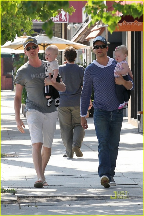 neil-patrick-harris-david-burtka-twins-fathers-day-03