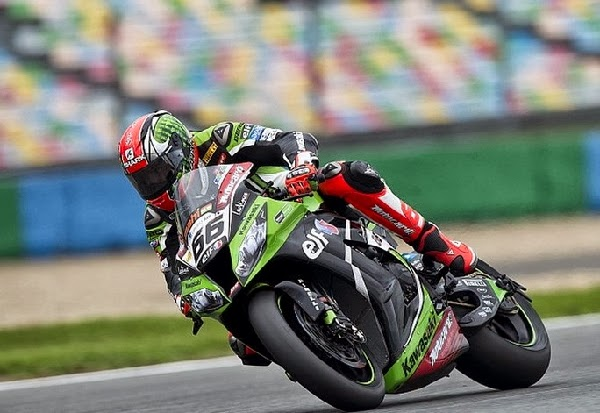 sykes-win-race-2-magny-cours-2013.jpg