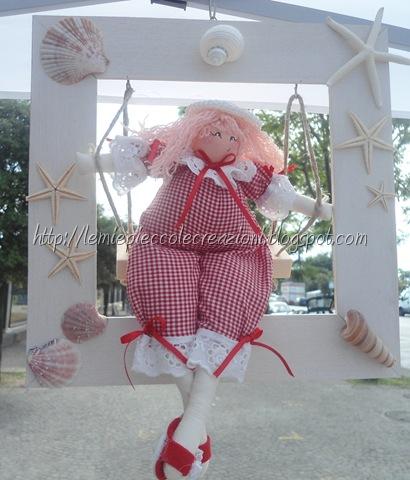 cornice con bambola