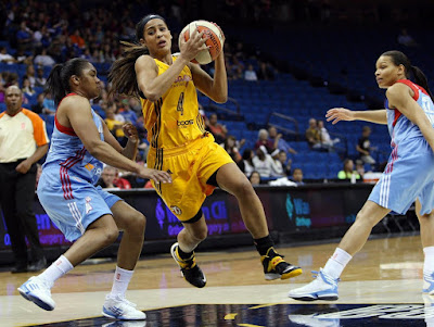 wearing brons wnba soldier7 skylar diggins 01 Skylar Diggins Rocks Soldier VII Tulsa Shock Away PE in WNBA Debut