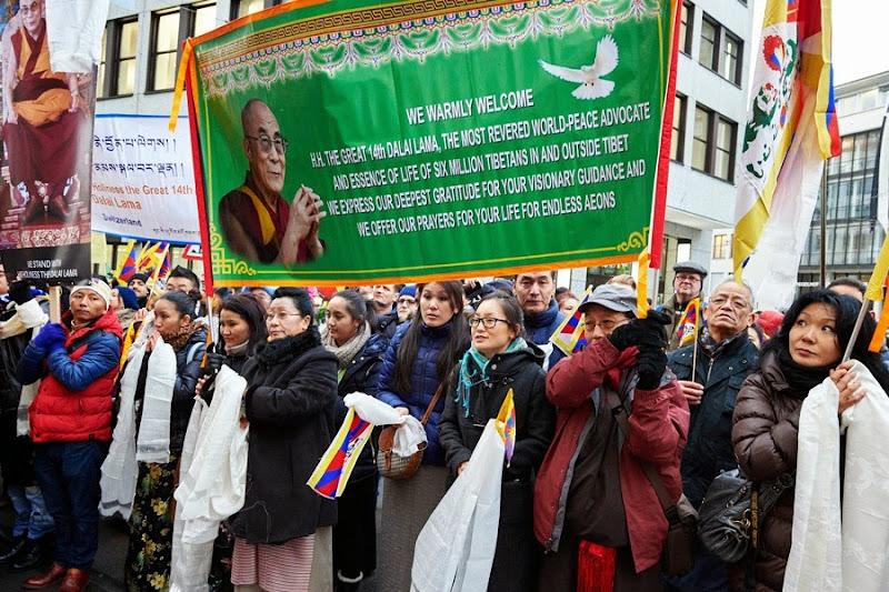 Thời sự tin tức Phật giáo thế giới - Người Áo Lam - 002[4]