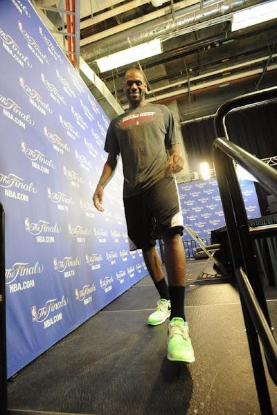 King8217s Feet LeBron Wears Nike Air Flow in Last Practice