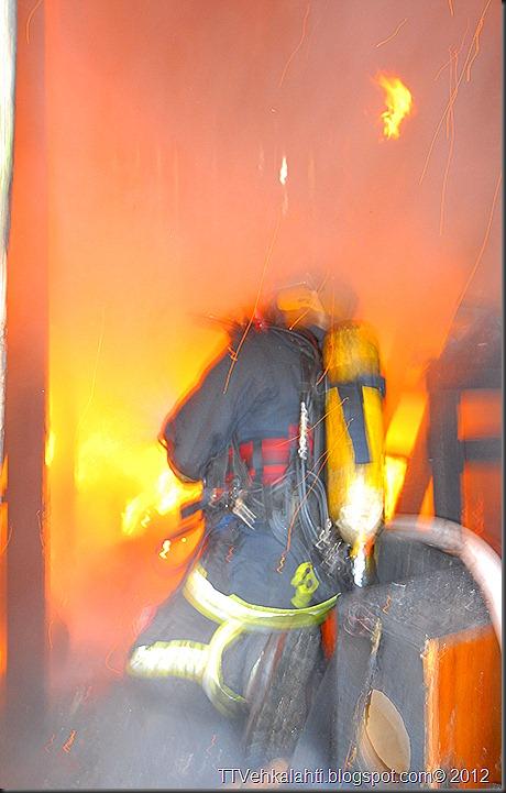 24H palomiehenä ulkorakennuksen polttaminen 078