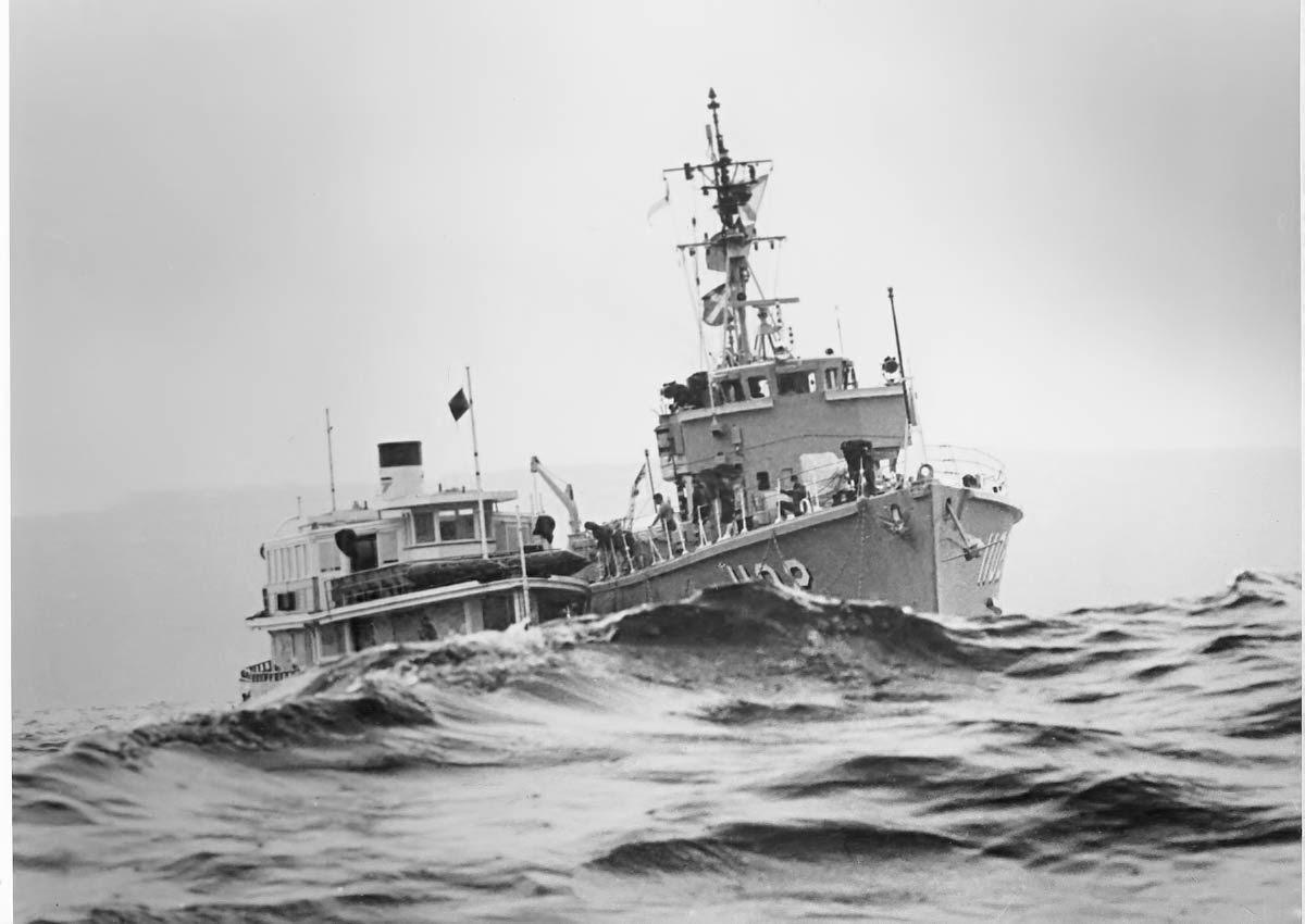 [245-HMAS-Snipe-alongside-LD-1980--a%255B2%255D.jpg]