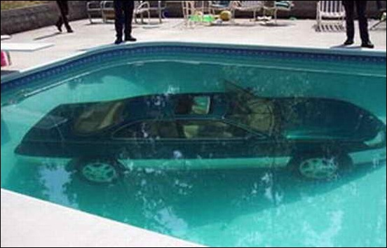 Car_In_Swiming_Pool_03