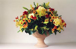 <h3><span>TALLER DE </span><br/>ARREGLOS FLORALES I</h3><p>Si eres amante de la naturaleza, si buscas algo relajante para hacer en tu tiempo libre, En este taller encontrarás todo lo que necesitas saber sobre el arte de la floristería. Podrás decorar tu casa y darle un toque fresco y elegante.</p>
