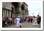 Olha a fila que encaramos para entrar na Basílica di San Marco, San Marco.