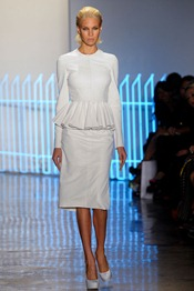 CUSHNIE-ET-OCHS-SPRING-2012-RTW-PODIUM-008_runway
