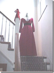 Staircase dressform - the scarlettrosegardene