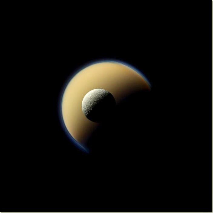 Icy_rocks_around_Saturn_node_full_image_2
