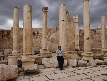 10. Coloane romane - Jerash.JPG