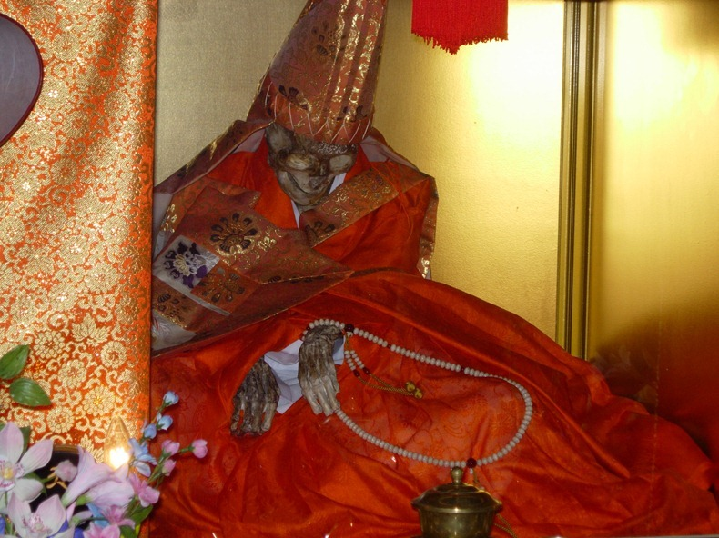 Sokushinbutsu7%25255B3%25255D - Sokushinbutsu: The Bizarre Practice of Self Mummification - Weird and Extreme