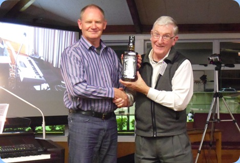Club President, Gordon Sutherlaned, thanking Dave Hallam for his superb Concert. Photo courtesy of Peter Littlejohn