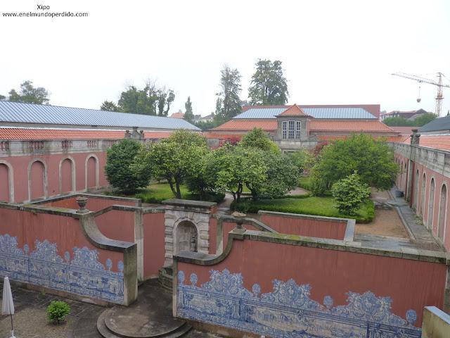 jardines-interior-museo-soares-do-reis-en-oporto.JPG