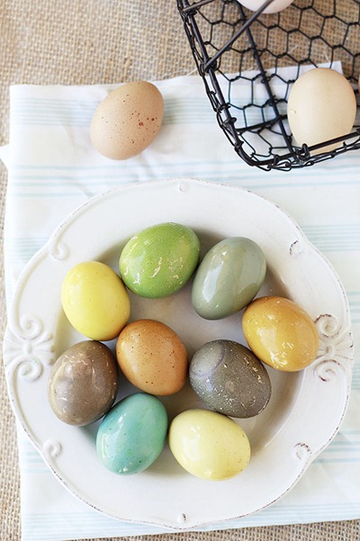 Natural Dyed Easter Eggs - Yummy Mummy Kitchen