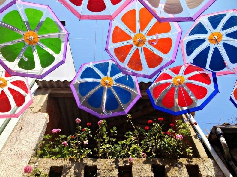 floating-umbrellas-2