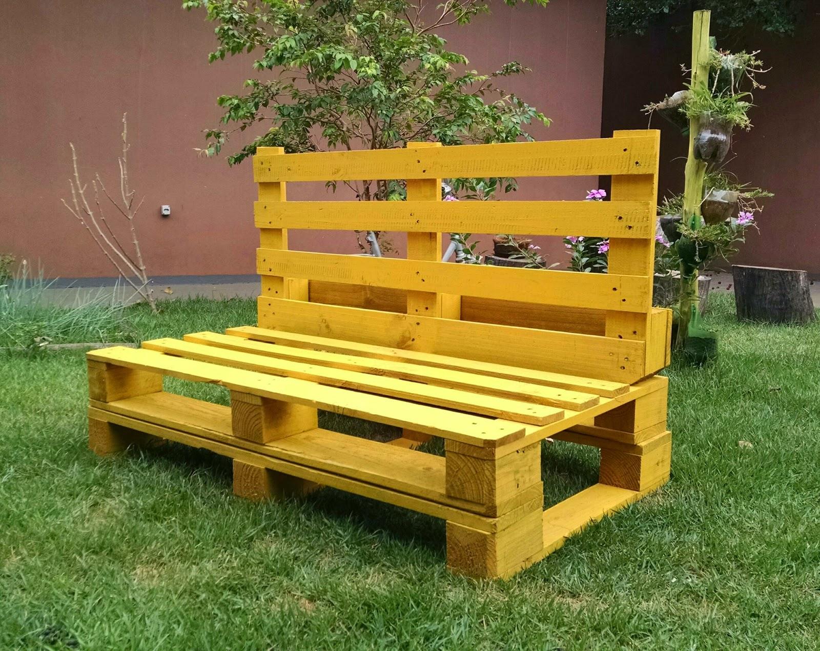 Casa Paletes Móveis Rústicos: Sofá amarelo #BAB411 1600x1270