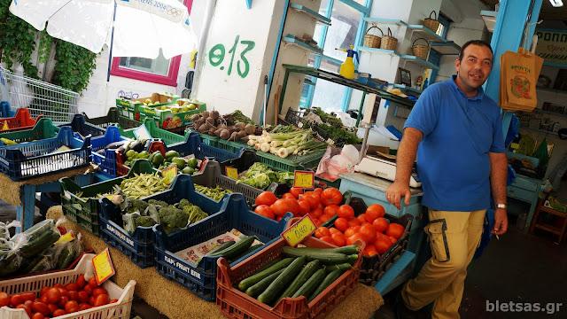 Στη αγορά της Ερμούπολης.