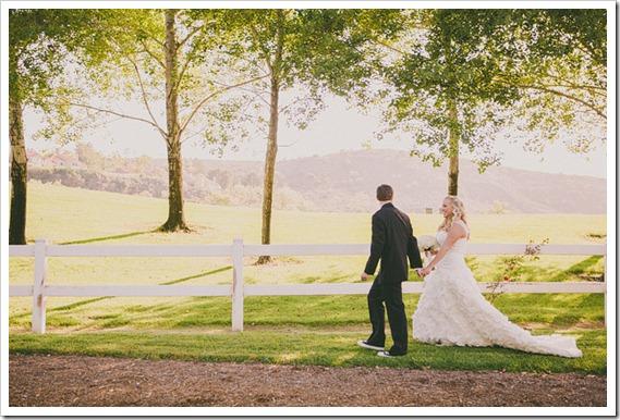 strawberry-farms-wedding-photos-blogger-boquet-white-bride-groom--backyard-nature