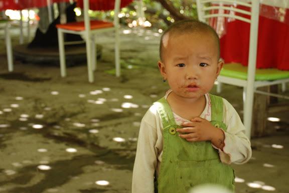 Turfan - Putaogou, l'enfant au restaurant