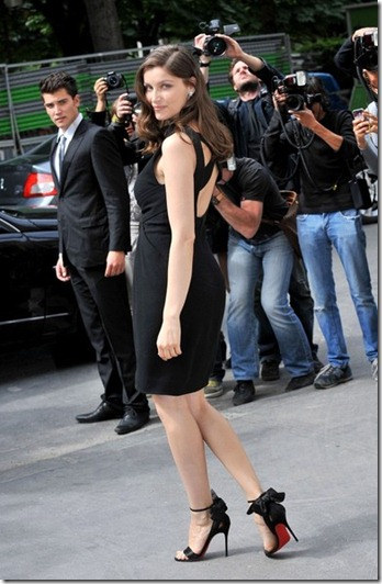 Laetitia Casta Arrivals Chanel Couture C--zpBZ6-vll