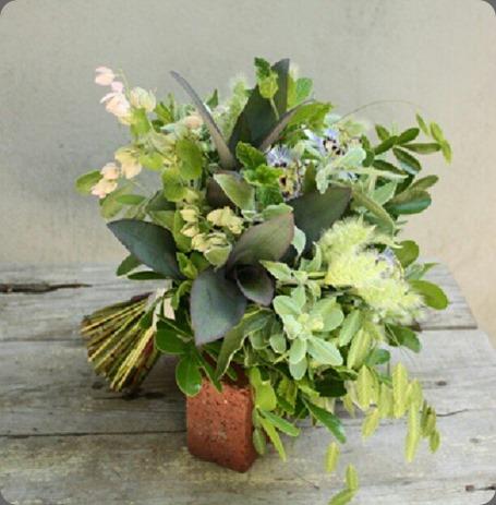 1011764_326123077520410_144052781_n floral verde