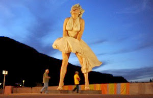LAT marilyn 27 feet tall