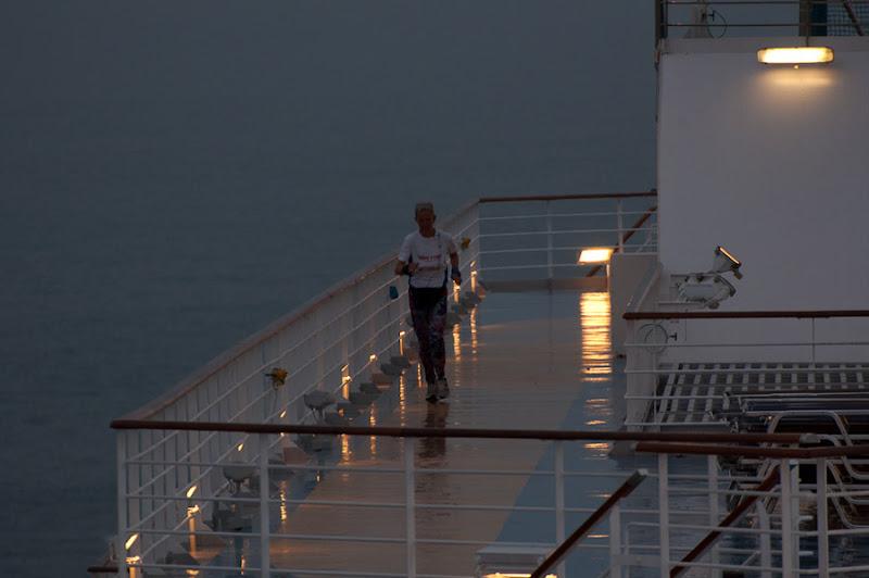 Третий день. Casablanca. Morocco. Круиз. Costa Concordia. А вот и те сумасшедшие бегуны.
