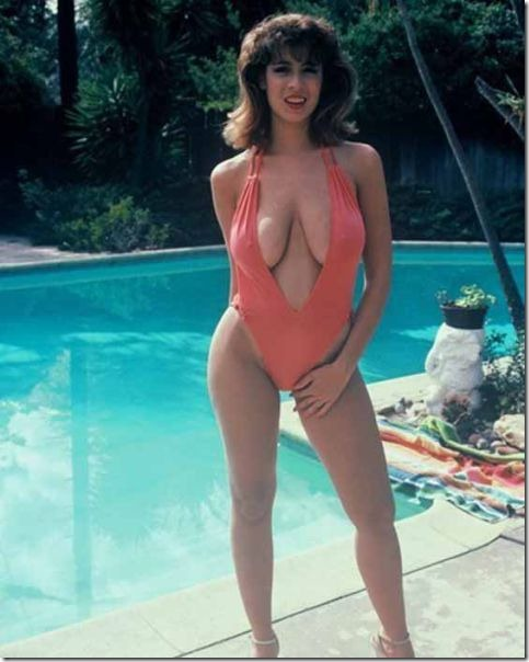 80s-cleavage-love-26