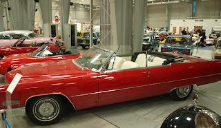 Cadillac DeVille, silnik 7l. w układzie V8, typowy dla tamtych czasow