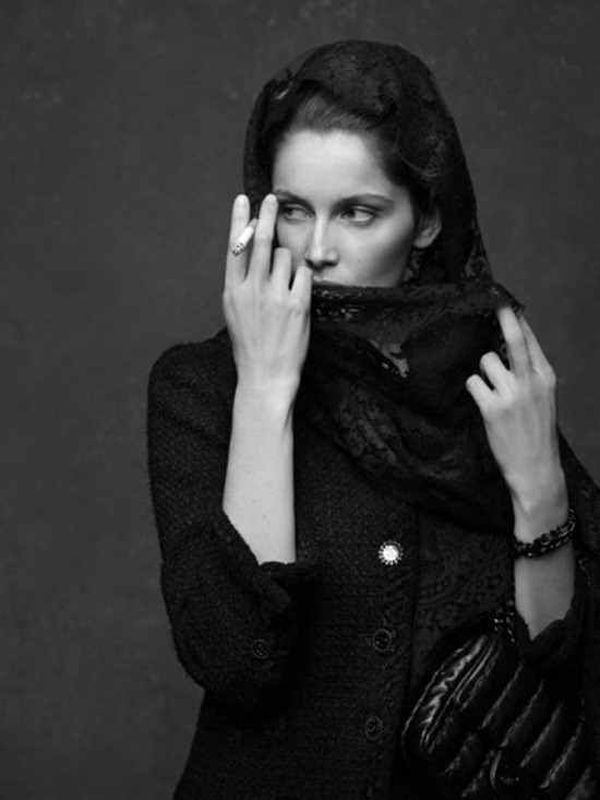 the-little-black-jacket-chanel-karl-lagerfeld-carine-roitfeld-laetitia-casta