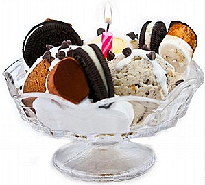Swensens Ice Cream Sundae Cozy Fireplace Choc Chip, Marshmallow, Oreo cookie, cream, vanilla, chocolate, cookies and cream ice cream banana