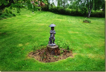 2011-05-28 Garden with Sculpture
