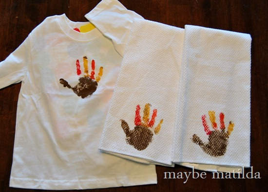 Make a Turkey Handprint Shirt for Thanksgiving-004