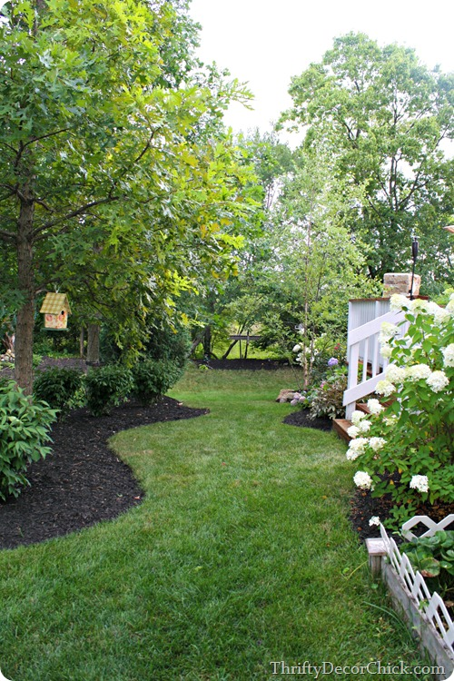 curved mulch beds