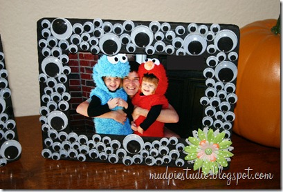 Googly Eye Halloween Frame by mudpiestudio.blogspot.com