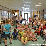 Burgemeester zingt Gronings liedje met leerlingen Willibrordusschool - Foto's Abel van der Veen