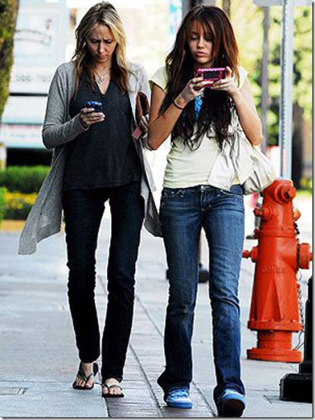 MILEY CYRUS and mom Tish gets into some serious texting  on their way to a business meeting in Los Angeles. Non Exclusive © Respicio/ JFXonline.com March 27, 2008 miley cyrus and mom texting  miley cyrus 032708  usa