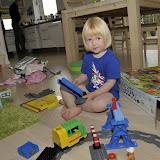 Hun fik et stort legotog der kunne køre af sig selv
