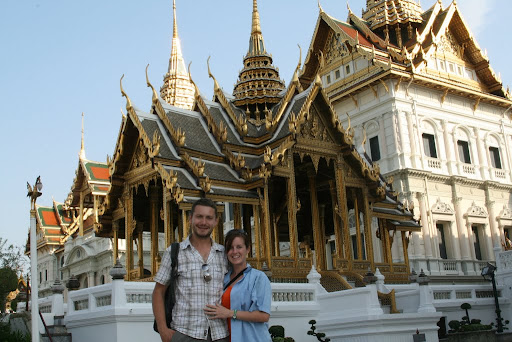 Lynette and I in front of Chakri Maha Prasat Hall.