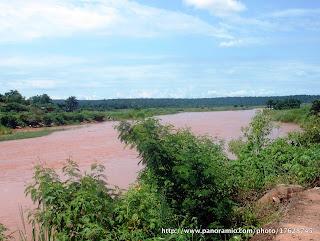 La rivière Lubilanji, à Mbuji Mayi en RD Congo, vue vers le nord. Photo: http://www.panoramio.com/photo/17628745